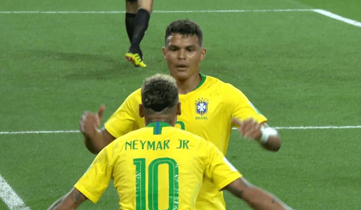 Thiago Silva e Neymar festeggiano il gol