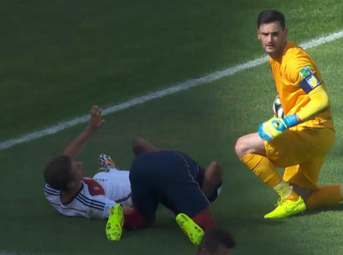 Scontro in aria durante Francia vs Germania